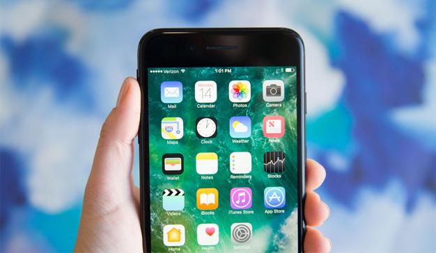 Apple trata de poner coto al escándalo de los iPhones ralentizados con baterías más baratas