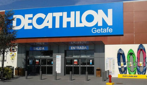Decathlon apuesta por el canal online con un nuevo centro logístico y taquillas inteligentes