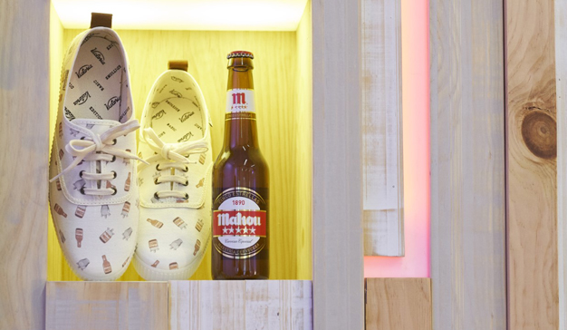Mahou se une a Calzados Victoria para crear una edición especial de las icónicas zapatillas