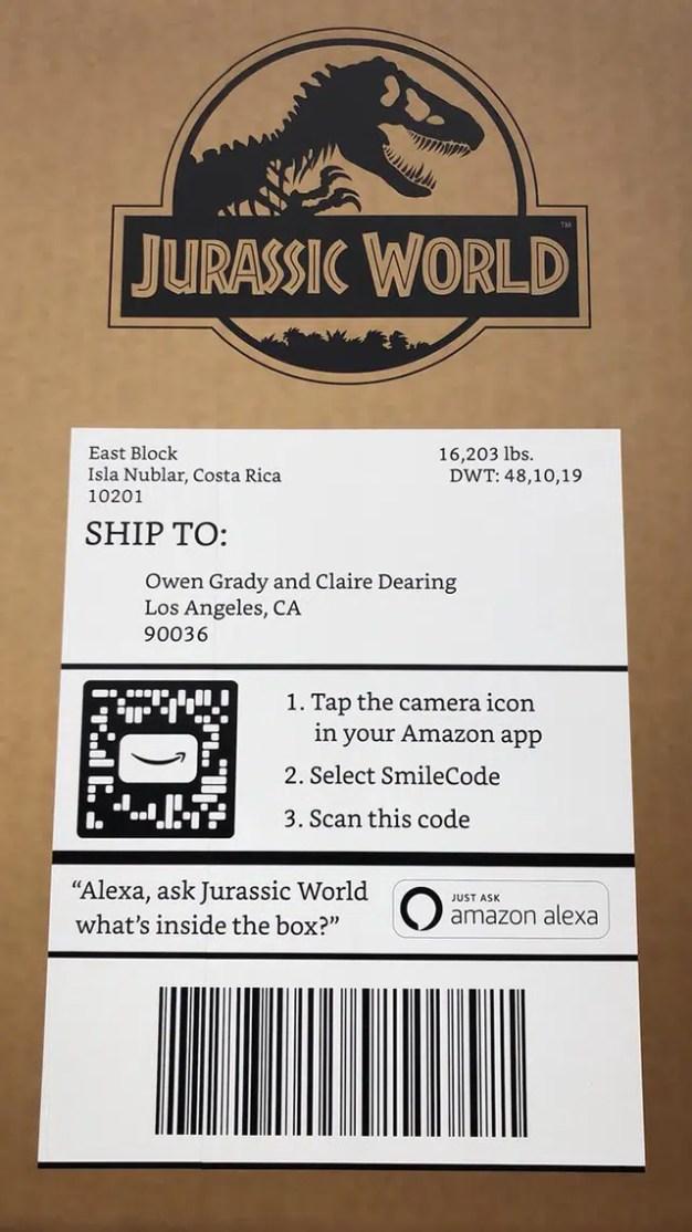 """Amazon tira la casa por la ventana enviando un paquete de tamaño descomunal y con sello """"jurásico"""""""