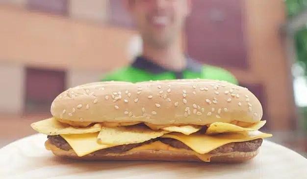 Tras escuchar las peticiones de sus seguidores, Burger King trae de vuelta la Long Nacho