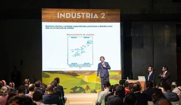 """""""Hoy los clientes lo que valoran es sentirse útiles, no un número más dentro de una compañía"""", C. González (Deloitte)"""