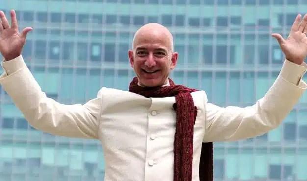 Jeff Bezos es la persona más rica de la historia moderna: Bloomberg