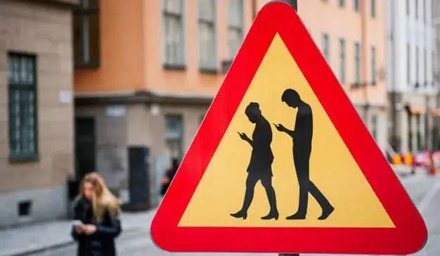 El 19% de los españoles invierte más de 5 horas al día en mirar el móvil
