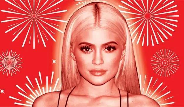 Kylie Jenner se viste de 'Virgen' y es criticada en redes sociales