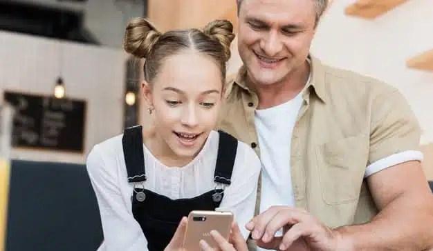 El 46% de los españoles considera que sin smartphones los niños se sentirían excluidos de su grupo de amigos