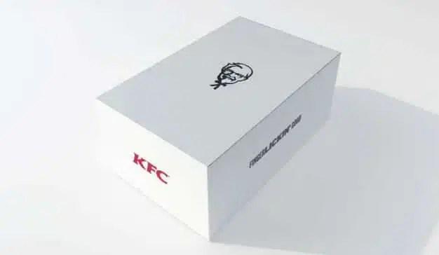 """KFC se inspira en la fiebre Apple para lanzar iBone, la """"nueva generación de pollo"""""""