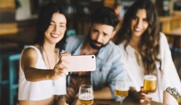 Los españoles eligen bares y restaurantes a través de las redes sociales y las webs de reseñas