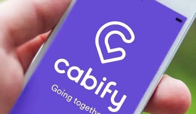 Uber y Cabify protestan contra las medidas del gobierno ofreciendo viajes gratuitos