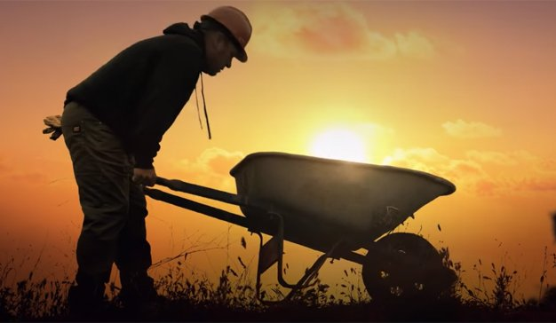 Timberland homenajea a los empleados de obra en su nueva y patriótica campaña