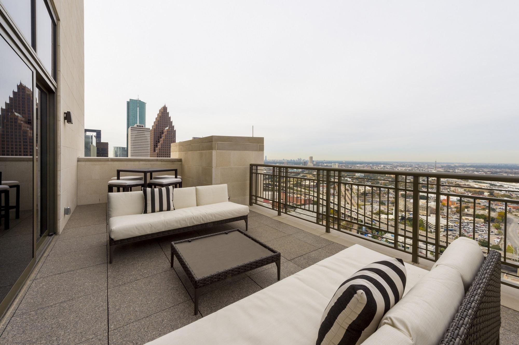 Luxury Apartments In Houston TX  Market Square Tower Photos