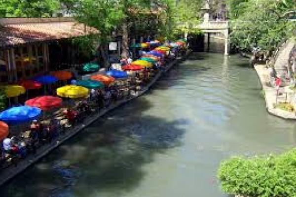 (the San Antonio riverwalk / wikipedia)