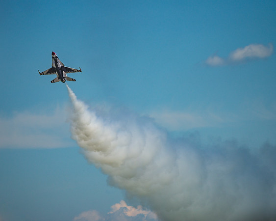 USAF Thunderbirds, Air Show, MN Air Spectacular, Mankato Regional Airport, Slow Pass, F16 Falcon Fighter Jet, United States Air Force