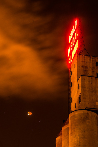 Gold Medal Flour, MInneapolis blood moon, blood moon april 2014, lunar eclipse april 2014, lunar eclipse minneapolis, lunar eclipse minnesota, blood moon minnesota