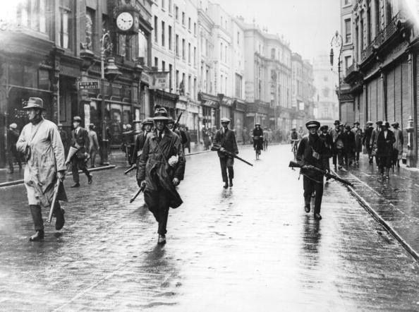 Anti-treaty IRA on Grafton Street in Dublin, 1922.
