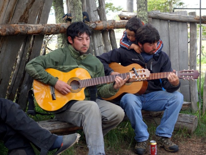 The sons (and grandson) of Don Luis Soto entertain us back at Fundo San Lorenzo