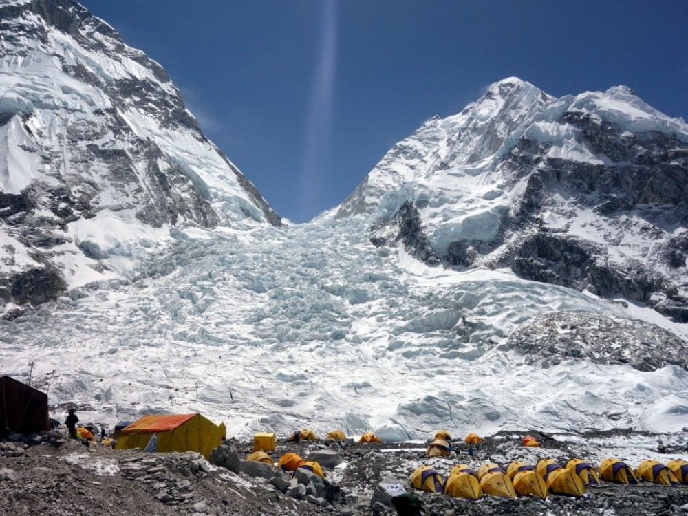medium resolution of there is avalanche danger on both sides of the khumbu icefall from the west shoulder