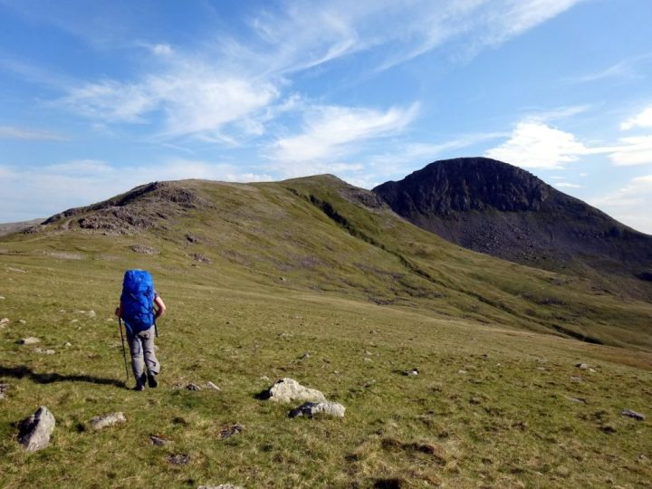 Approaching Green Gable and Great Gable, but which is which?
