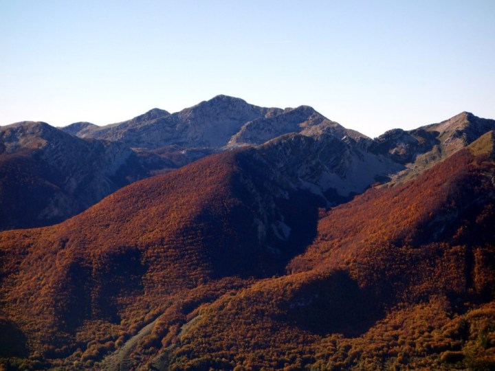Monte Petroso (2249m) from the H1 trail below Rocca Chiarano