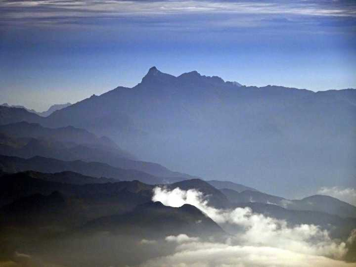 The jagged outline of Cerro Hermoso, seen from Tungurahua