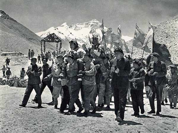 Did Chinese climbers reach the summit of Everest in 1960? – Mark ...