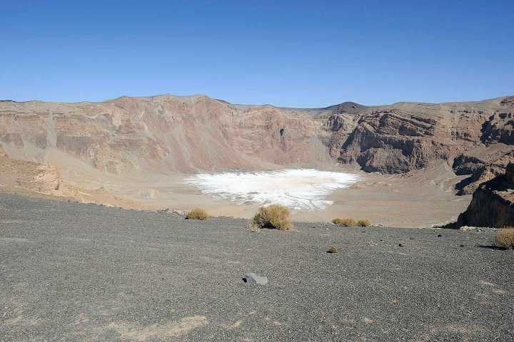 The summit crater of Emi Koussi, the highest mountain in Chad (Photo: Stefan Thüngen / Wikimedia Commons)