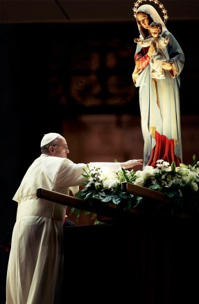 Pope Francis touches a Virgin Mary statue during a ceremony to mark the end of May at St. Peter's Square in the Vatican May 31, 2013.       REUTERS/Giampiero Sposito (VATICAN - Tags: RELIGION)