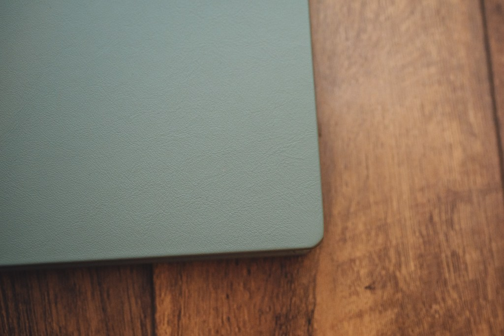 Rounded corners & Leather cover