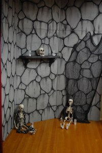 Haunted House Halloween party, Haunted house decorations
