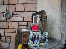 Souvenir Photo Stand