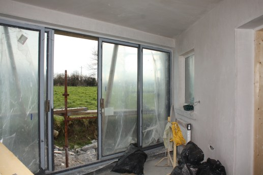 'Sun room' area with window to kitchen