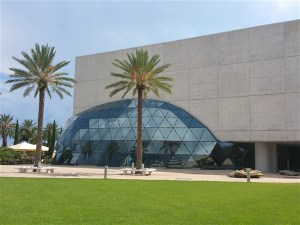 The architect of the Dali Museum integrated the feel of Surrealist into the exterior of the building