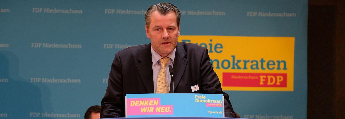 Markus Burgdorf spricht als Landtagskandidat auf der Landesvertreterversammlung der FDP Niedersachsen.