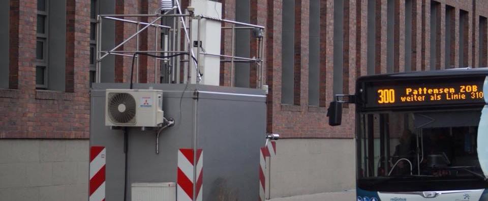 Die Messstationen zum Messen der Luftqualität an unseren Straßen sind in Deutschland meist so positioniert, dass sie die maximal möglichen Werte ermitteln können. (Foto: Markus Burgdorf)