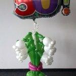 Beispiel einer Kombination aus Folienballon mit Ballon-Maiglöckchen.