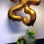 Arrangement mit Geschenkballon zum 25. Firmenjubiläum