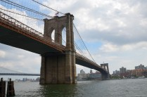 Brooklyn Bridge von Unten, New York