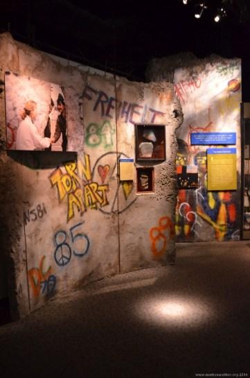 Ein Stück Berliner Mauer im Smithsonian Institution National Museum of Natural History, Washington DC