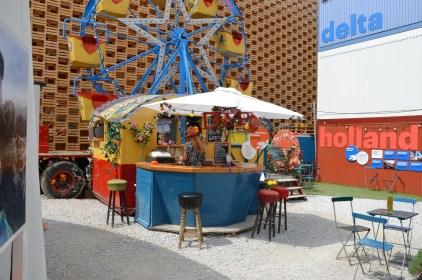 Kleine Bar und Riesenrad auf der Expo 2015