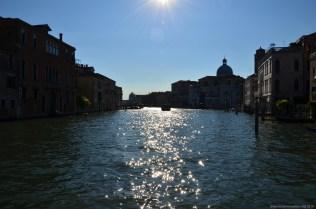 Tiefe Sonne im Canal Grande, Venedig, Italien