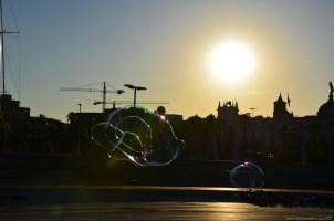 Seifenblasen im Sonnenuntergang, Barcelona