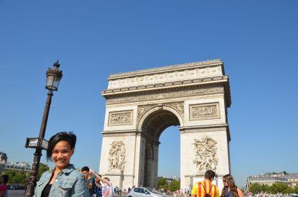 Vor dem Arc de Triomphe