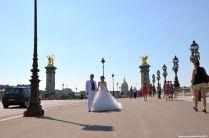 Hochzeitspaar auf Pont Alexandre III
