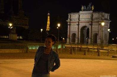 Vor dem Louve bei Nacht