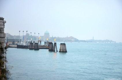 Blick auf den Fährhafen Lido di Venezia