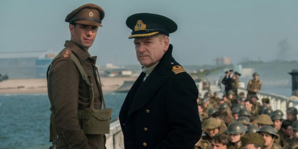 Le capitaine Winnant (James d'Arcy) et le commandant Bolton (Kenneth Branagh) dans Dunkerque
