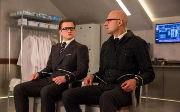 Eggsy (Taron Egerton) et Merlin (Mark Strong) dans Kingsman le cercle d'or