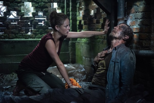Kaya Scodelario et Barry Pepper dans Crawl