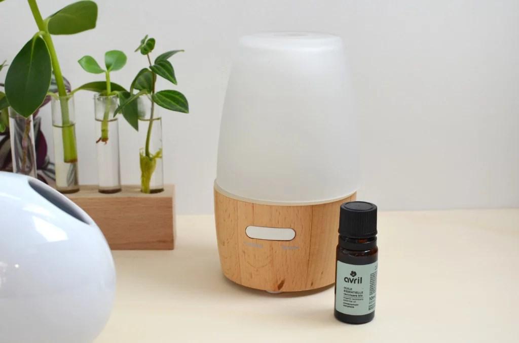 soigner allergie naturellement huile essentielle 1024x678 - Comment bien vivre ses allergies saisonnières naturellement