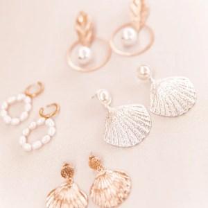 boucles oreilles coquillage argentees acier 300x300 - Ma sélection shopping estivale - dentelle, osier & coquillage